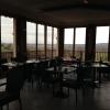 Der Frühstücksraum mit Blick auf das Rheintal